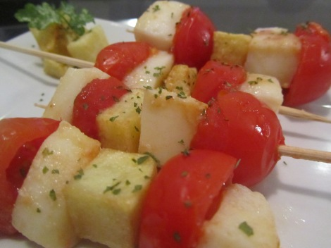 Brochetas de raba y tomate
