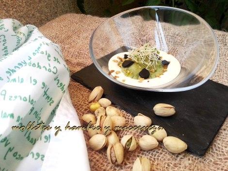 ravioli verde de salmorejo de pistachos