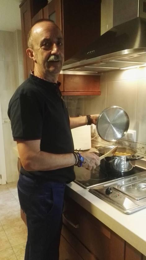 Santi Rodriguez cocinando8_1949498869_o