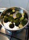 1 Brócoli cociéndose al vapor